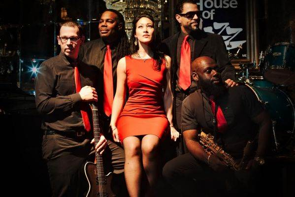 Melina & the Masters of Groove - Photo sur scène